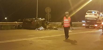 NICHELINO - Incidente mortale nella notte: la 35enne ferita è in prognosi riservata al Cto