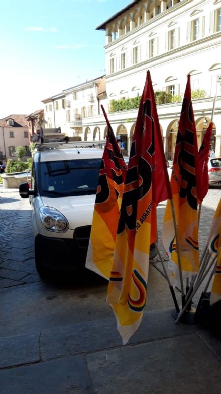 MONCALIERI - Protesta dei dipendenti del Denina per i tagli: manifestazione in piazza