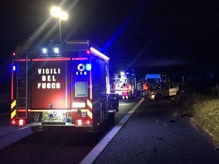 TANGENZIALE - Grave incidente nella notte: tre auto distrutte e sei feriti - FOTO