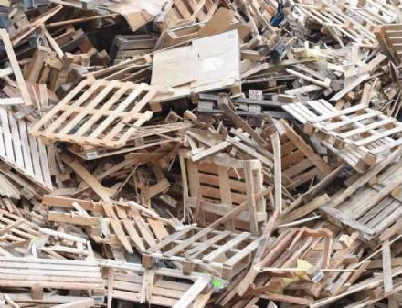 RIFIUTI - Impianto guasto: impossibile buttare il legno negli ecocentri