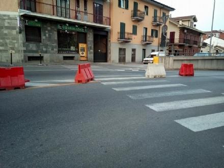 MONCALIERI - DAI LETTORI: Lavori in strada Carignano, ignoti rubano i coni che vietano la svolta a sinistra