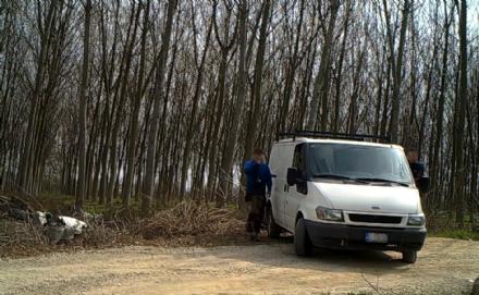 VINOVO -  Abbandonano rifiuti tra Vinovo e Nichelino: incastrati dalle telecamere