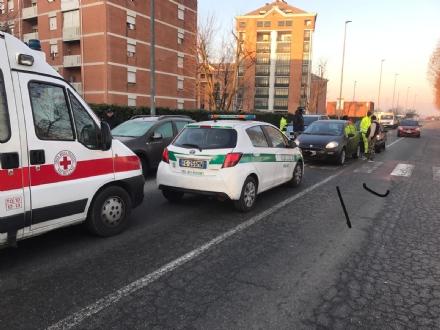 NICHELINO - Violento tamponamento in via Nenni: due feriti