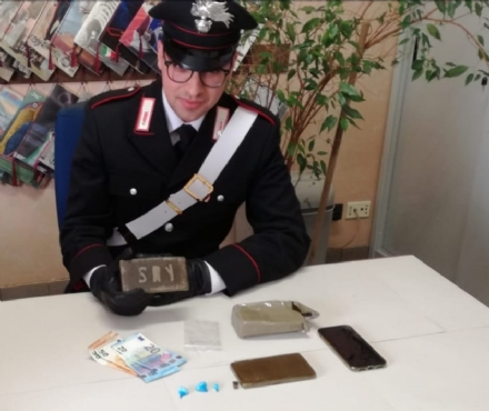 ORBASSANO - Aveva addosso due etti di hashish e palline di coca: arrestato