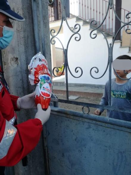 CARMAGNOLA - Il bimbo riceve la mascherina e dona un disegno allassociazione carabinieri