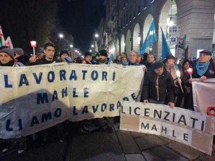 CRISI AZIENDALI - Lavoratori Mahle e Cosmonova al corteo di Torino