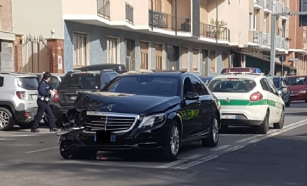 MONCALIERI - Incidente in via Cavour: feriti lievi e code