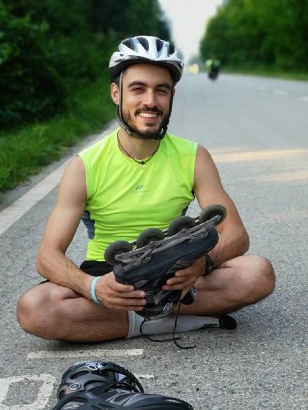 NICHELINO - Con i pattini a rotelle decide di girare il mondo