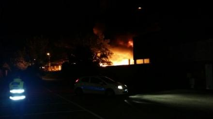 RIVALTA - E arrivata in città la nuvola di fumo dellincendio di Pianezza, odori nauseanti nellaria