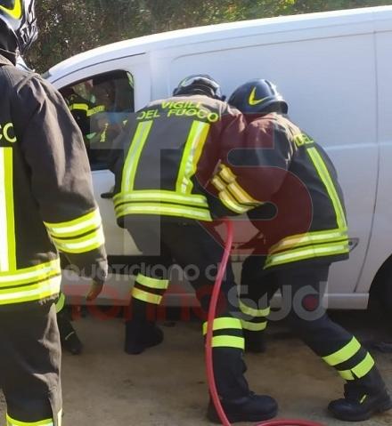 CARIGNANO - Caos sulla sp 122 per un incidente tra un furgone e un mezzo agricolo