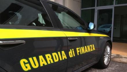 CINTURA - La Guardia di Finanza sequestra le maglie dei mondiali taroccate