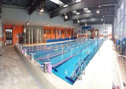CARMAGNOLA - Il Comune corre in aiuto alla piscina e compra oltre mille ingressi