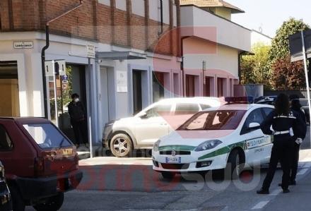 CARMAGNOLA - La protesta degli operatori della rsa SantAntonio: Vogliamo i tamponi