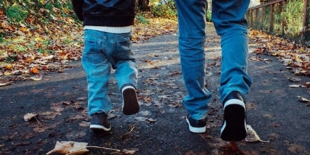 VIRUS - Il Governo concede le passeggiate per i bambini. I Comuni: Usate buon senso