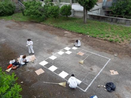 NICHELINO - Gli studenti progettano e riqualificano il cortile della scuola