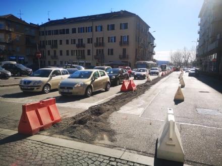 MONCALIERI - Il cantiere in borgo Navile per i due ponti manda in tilt il traffico