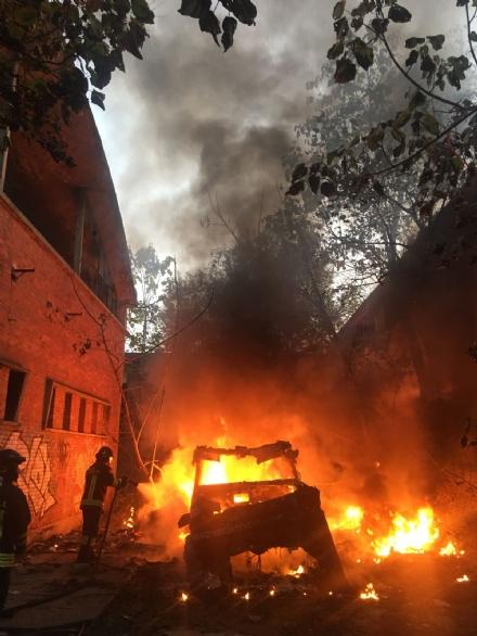 MONCALIERI - Ennesimo incendio allinterno della ex Firsat