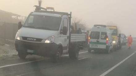 MONCALIERI - Non vede le auto per la nebbia e provoca un tamponamento a catena
