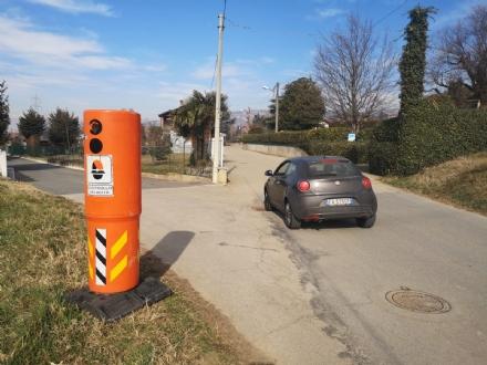 MONCALIERI - Sradicano un velobox e lo mettono a Moriondo per spaventare le auto