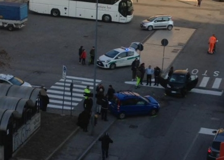 NICHELINO - Incidente in via Ponchielli: quattro feriti