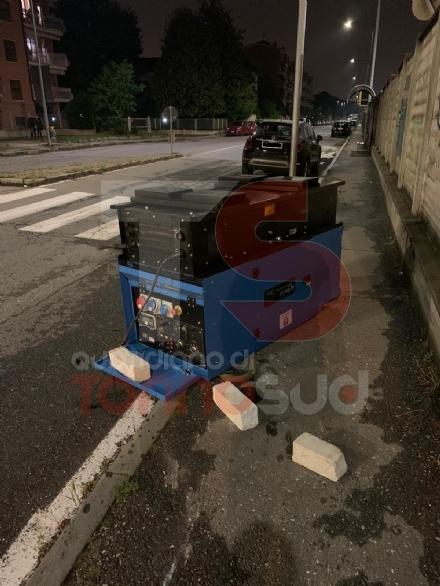 NICHELINO - Il camioncino rubato perde il maxi generatore: recuperato sul ponte per via Artom