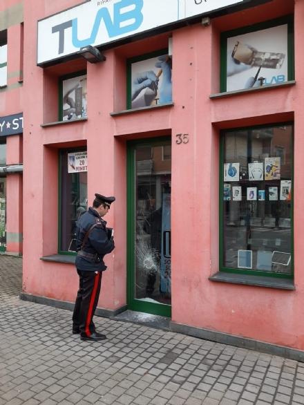 NICHELINO - Arrestato marocchino per una spaccata ad un negozio di telefonia