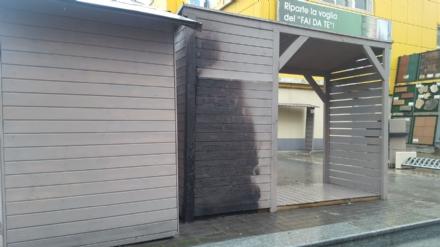 MONCALIERI - Idioti nella notte danno fuoco alle casette di legno del Self