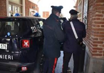 RIVALTA - Tenta di rubare in un furgone e pesta il proprietario: arrestato