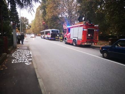 NICHELINO - Ancora guasti agli autobus: principio di incendio sul 35