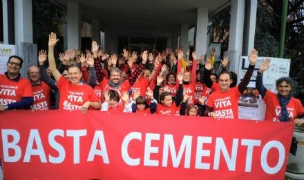 RIVALTA - Flash mob in Consiglio per protestare contro il piano edilizio