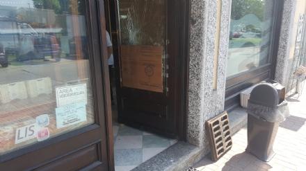 RIVALTA - Fallisce lennesima spaccata al bar Perla di piazza Gerbidi