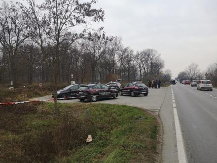 CADAVERE RITROVATO IN UN FOSSO A STUPINIGI - E di un uomo di 46 anni, indagano i carabinieri