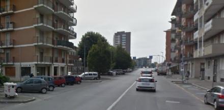 MONCALIERI - Auto centra quattro veicoli e scappa: caccia al pirata