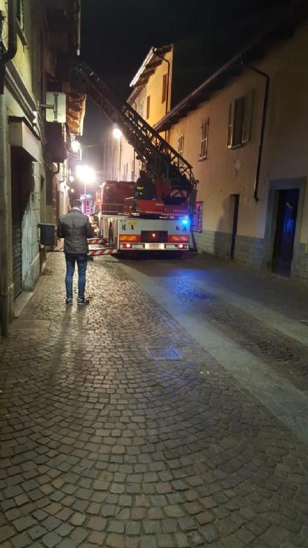 PANCALIERI - Nella serata di ieri un incendio devasta il tetto di una casa: residenti evacuati