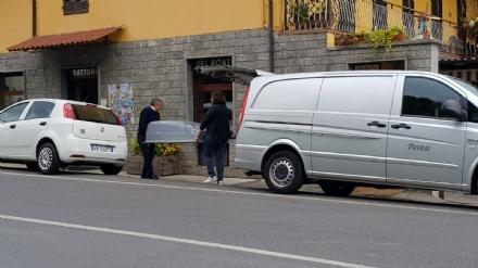 BEINASCO - Muore folgorato dalla macchina del caffè in un bar di Rivara. Ferito il figlio - FOTO