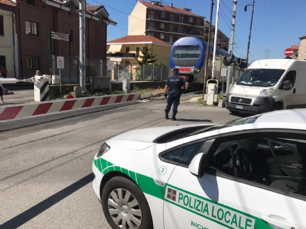 NICHELINO - Guasto al passaggio a livello di via Giusti: mattinata difficile per la circolazione