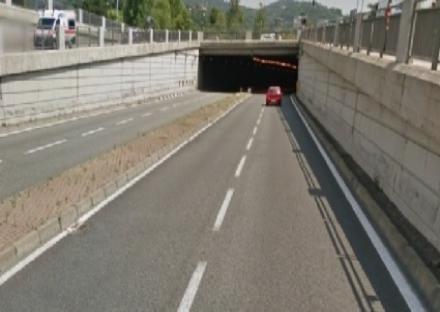 VIABILITA - Chiuso per due ore il sottopasso del Lingotto; nella mattinata di domani