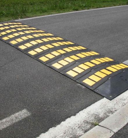 RIVALTA - Arrivano i dossi in via Pinerolo contro lalta velocità