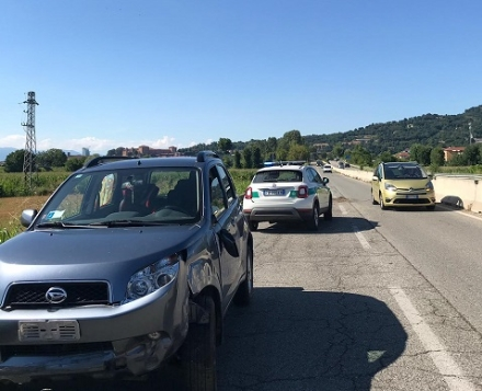 MONCALIERI - Perde il controllo dellauto e finisce fuori strada in corso Savona