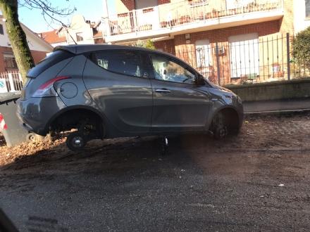NICHELINO - Ancora auto nel mirino dei ladri di ruote