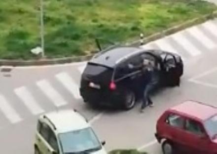 BEINASCO - Il consigliere comunale in giro con lauto e linno nazionale a tutto volume: fermato dai carabinieri