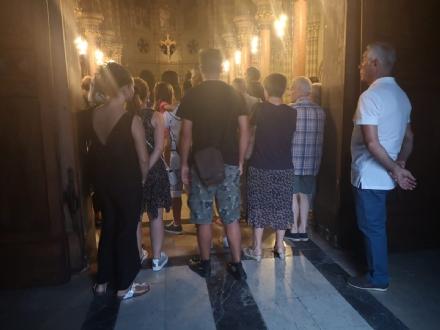 ORBASSANO - Circa 500 persone alla veglia di preghiera per Elisa, Alessandro e Luca