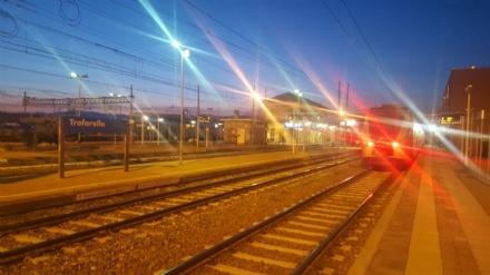TROFARELLO - Persone sui binari della ferrovia: treni in ritardo