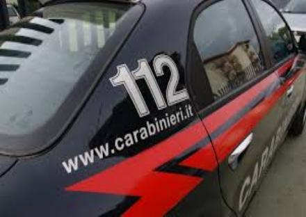 MONCALIERI - Picchia i carabinieri che gli chiedono i documenti, arrestato