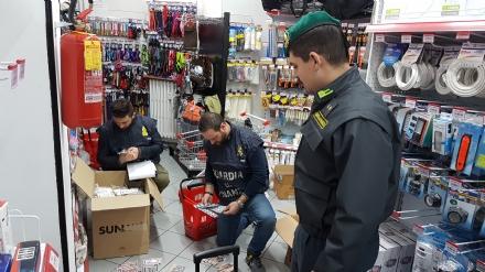 La guardia di finanza di Orbassano sequestra prodotti pericolosi in un emporio cinese