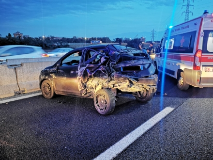 NICHELINO - Brutto incidente allo svincolo Debouchè: tre feriti
