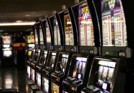 CARMAGNOLA - Entrano in vigore le norme contro il gioco dazzardo
