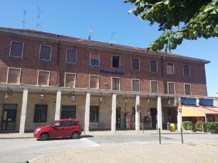 MONCALIERI - Coppia di lesbiche insultata alla stazione: arrivano i carabinieri