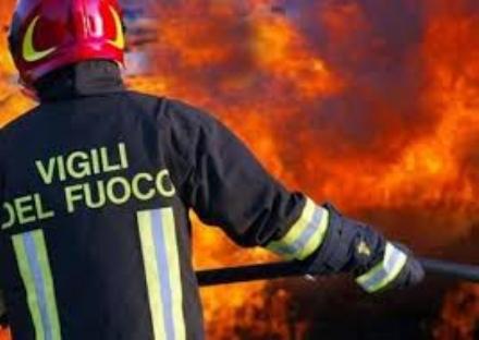 MONCALIERI - A fuoco un cassone ricolmo di paglia nella borgata Bauducchi