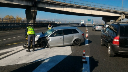 BEINASCO - Grave incidente in tangenziale, due feriti e tre corsie chiuse - LE FOTO -